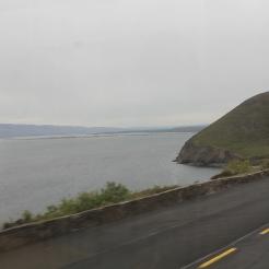 Zicht op het schiereiland Dingle (links) vanaf Kilkeehagh (nabij Kells)