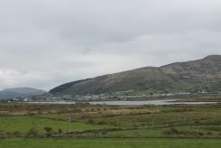 Zicht op Cahersiveen vanaf Ballycarbery Castle