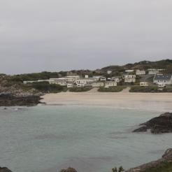Klein strand net naast de weg, voorbij Caherdaniel