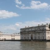 Greenwich verwelkomt ons met mooie, authentieke gebouwen in een prachtig zonnetje.