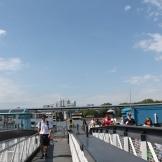 Aan de overkant van de Thames zien we vanaf Greenwich Pier de wolkenkrabbers van Canary Wharf.