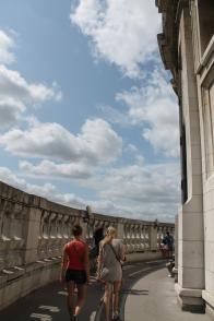 Na nog eens 119 trappen zitten we op The Stone Gallery.